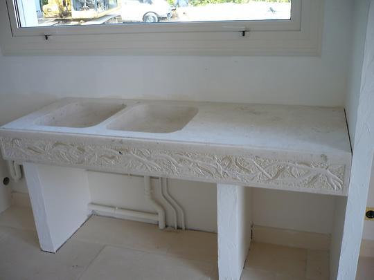 evier massif en pierre. Black Bedroom Furniture Sets. Home Design Ideas