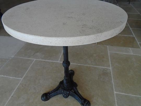 Table en pierre de Bourgogne